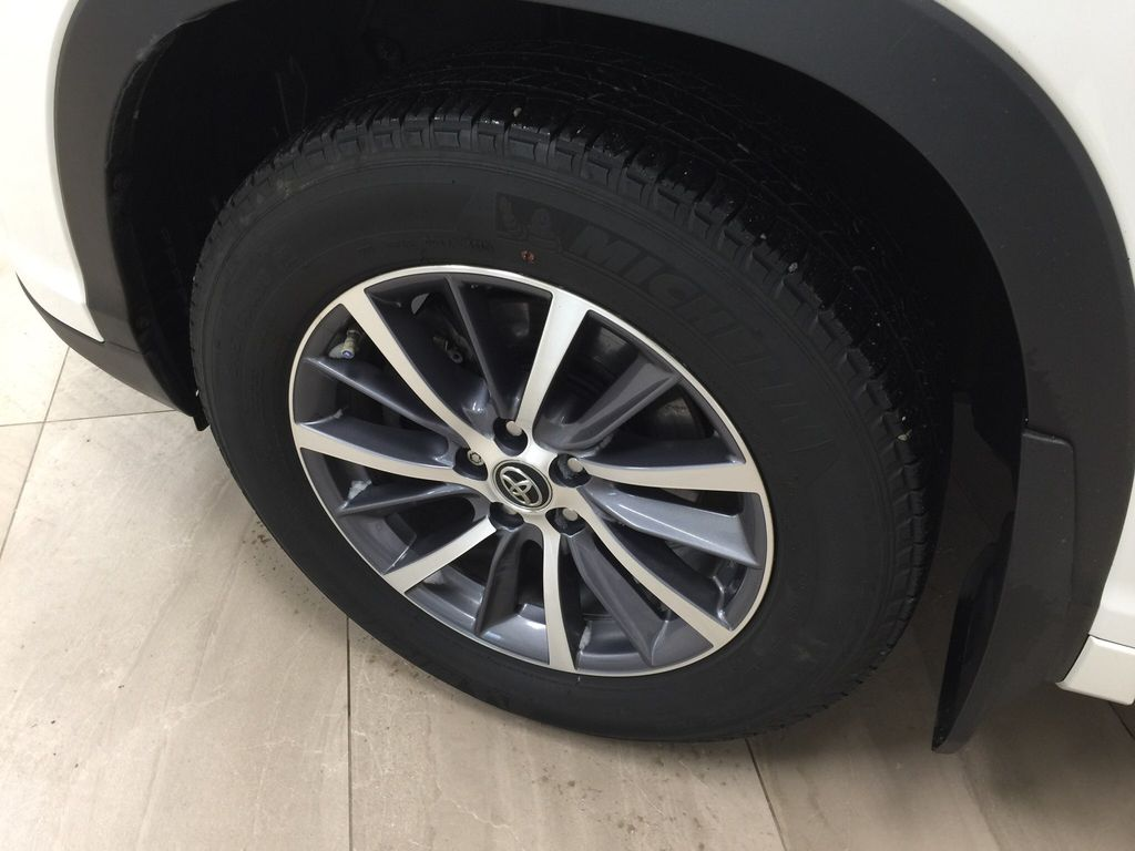 White[Blizzard Pearl] 2017 Toyota Highlander XLE Left Front Rim and Tire Photo in Sherwood Park AB