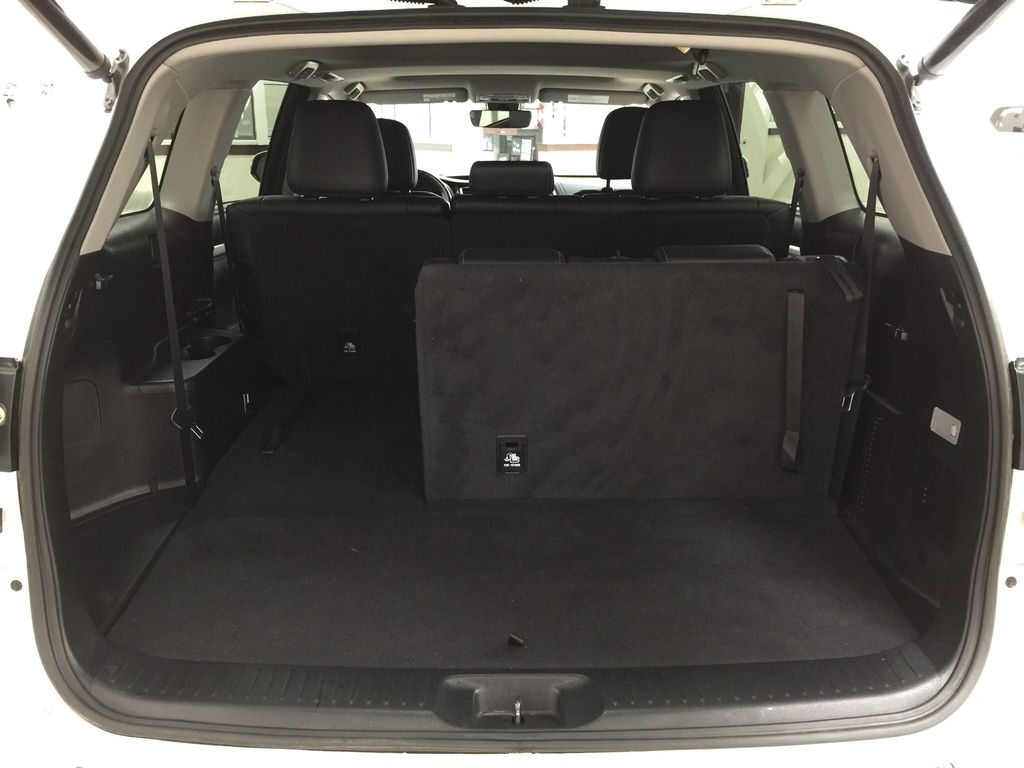 White[Blizzard Pearl] 2017 Toyota Highlander XLE Cargo Area/Rear Seats Photo in Sherwood Park AB