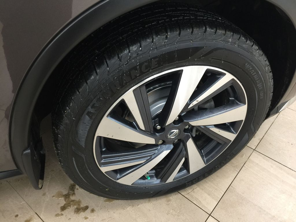 Brown[Java Metallic] 2017 Nissan Murano Platinum AWD Right Front Rim and Tire Photo in Sherwood Park AB