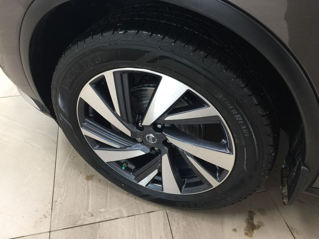 Brown[Java Metallic] 2017 Nissan Murano Platinum AWD Left Front Rim and Tire Photo in Sherwood Park AB