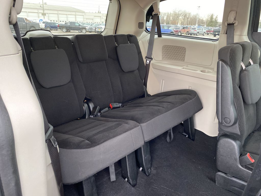 Gray 2019 Dodge Grand Caravan SXT 2WD *DVD* *NAV* *Stow N Go* Third Row Seat or Additional  Photo in Brandon MB