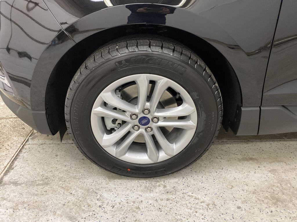 Black[Agate Black] 2020 Ford Edge Left Front Rim and Tire Photo in Dartmouth NS