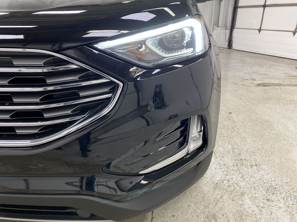 Black[Agate Black] 2020 Ford Edge Left Front Head Light / Bumper and Grill in Dartmouth NS