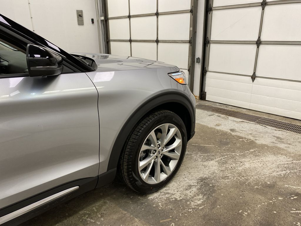Silver[Iconic Silver Metallic] 2021 Ford Explorer Right Front Corner Photo in Dartmouth NS