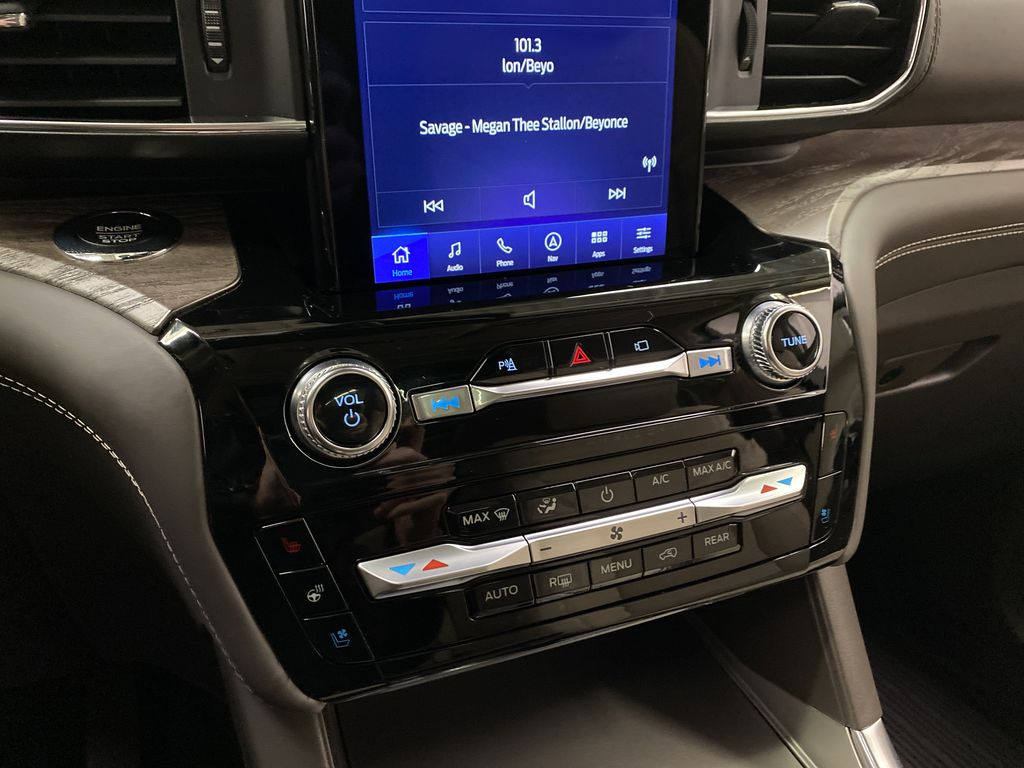 Silver[Iconic Silver Metallic] 2021 Ford Explorer Central Dash Options Photo in Dartmouth NS