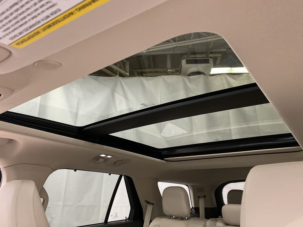 Silver[Iconic Silver Metallic] 2021 Ford Explorer Sunroof Photo in Dartmouth NS