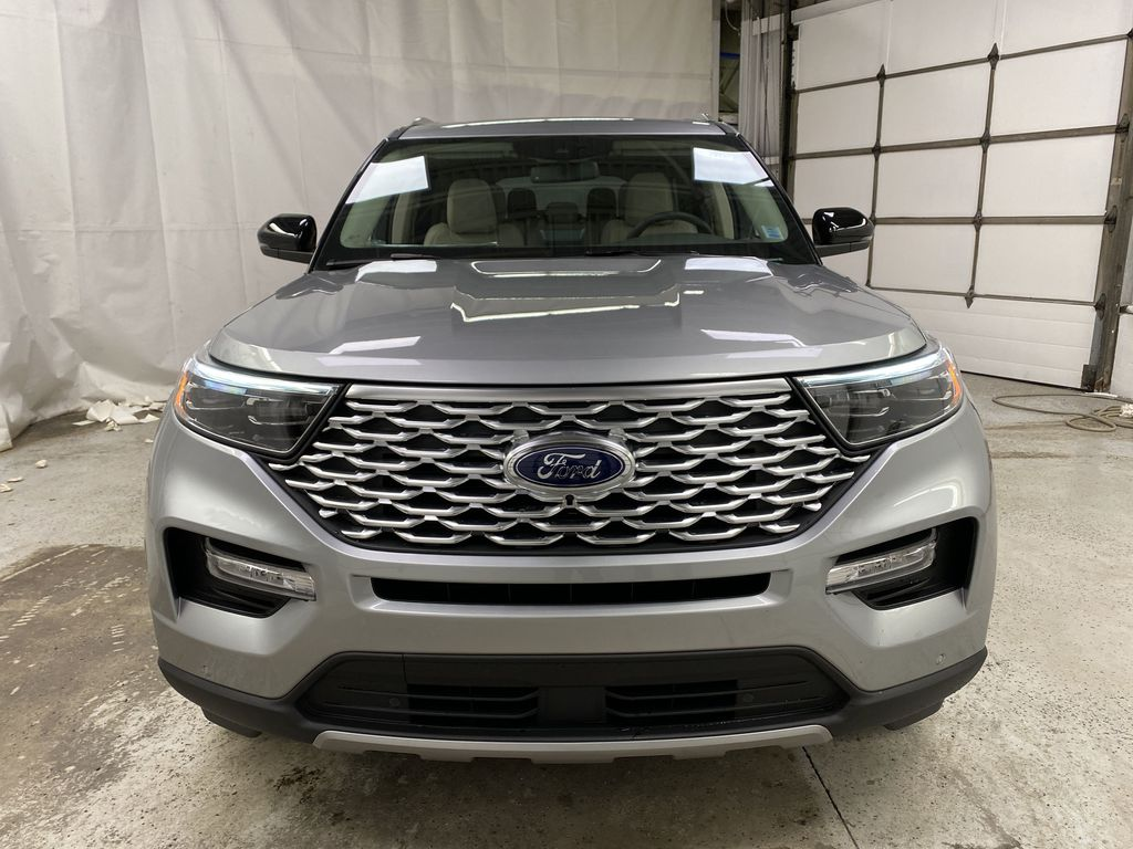 Silver[Iconic Silver Metallic] 2021 Ford Explorer Front Vehicle Photo in Dartmouth NS