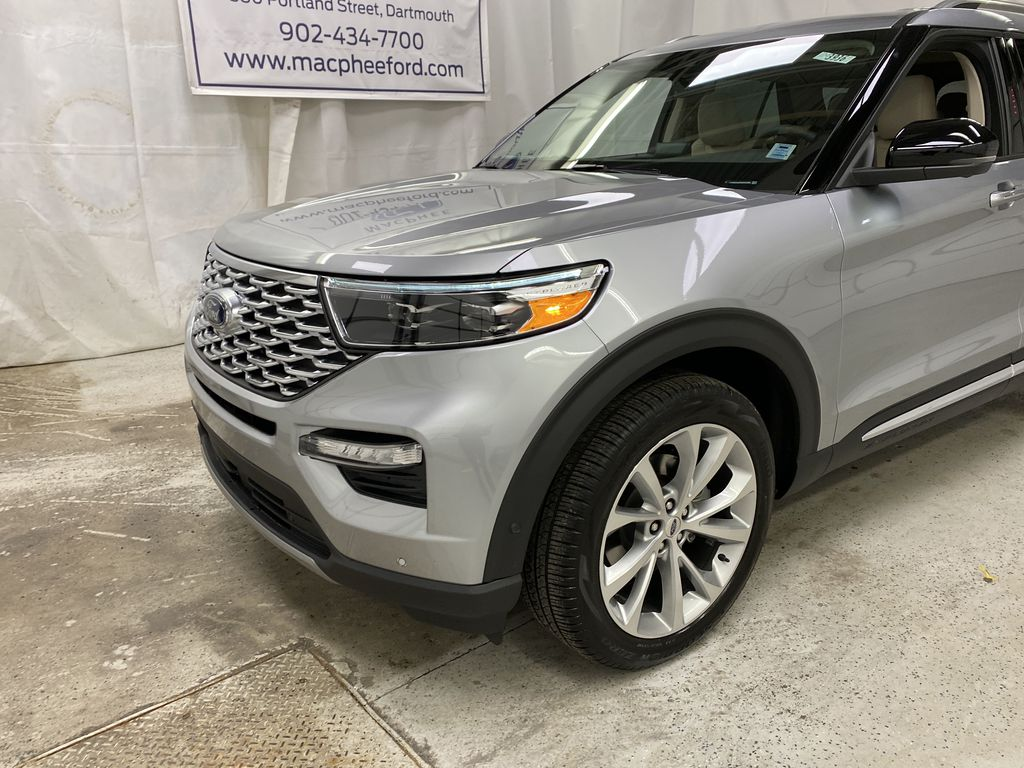 Silver[Iconic Silver Metallic] 2021 Ford Explorer Left Front Corner Photo in Dartmouth NS