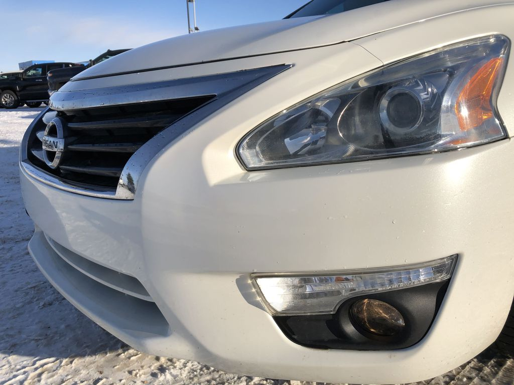 White[Pearl White] 2014 Nissan Altima Left Front Head Light / Bumper and Grill in Edmonton AB