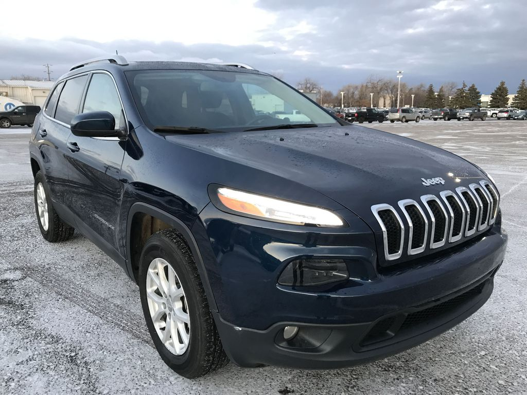 """Blue 2018 Jeep Cherokee North 4x4 *Heated Seats/Wheel* *Remote Start* *8.4"""" Touchscreen* Right Front Corner Photo in Brandon MB"""