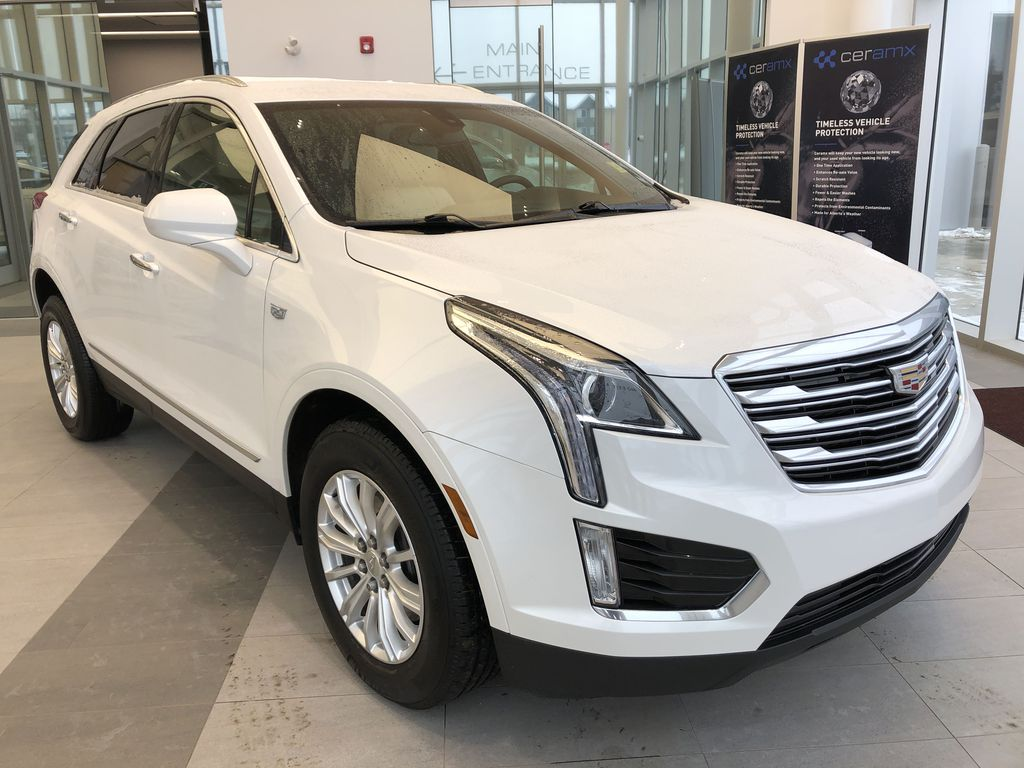 White[Crystal White Tricoat] 2019 Cadillac XT5 Right Front Corner Photo in Edmonton AB