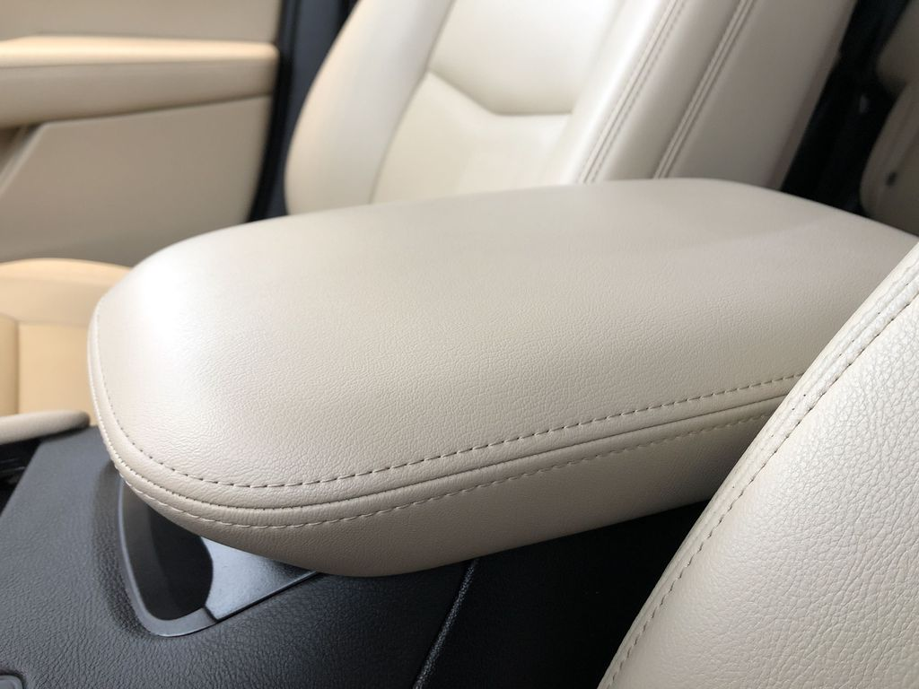 White[Crystal White Tricoat] 2019 Cadillac XT5 Center Console Photo in Edmonton AB