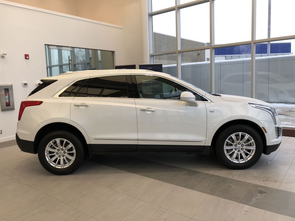 White[Crystal White Tricoat] 2019 Cadillac XT5 Right Side Photo in Edmonton AB