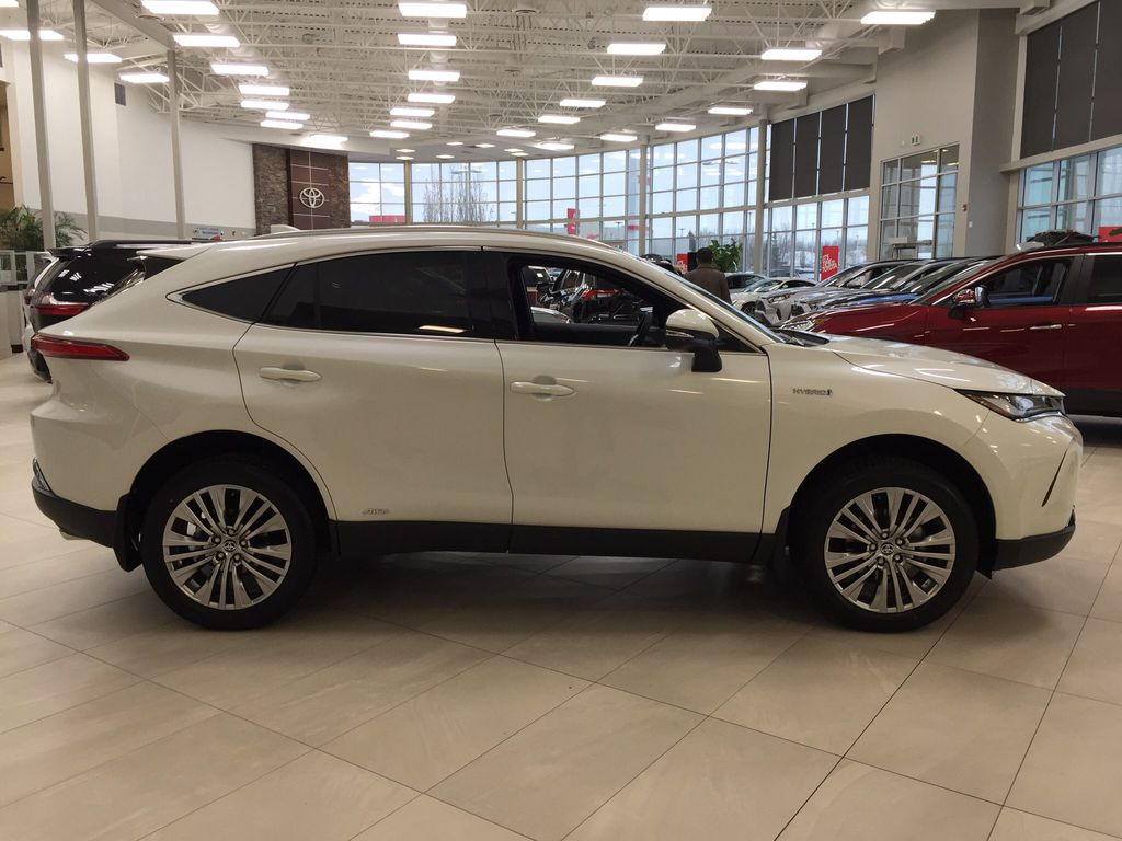 White[Blizzard Pearl] 2021 Toyota Venza XLE Hybrid Right Side Photo in Sherwood Park AB