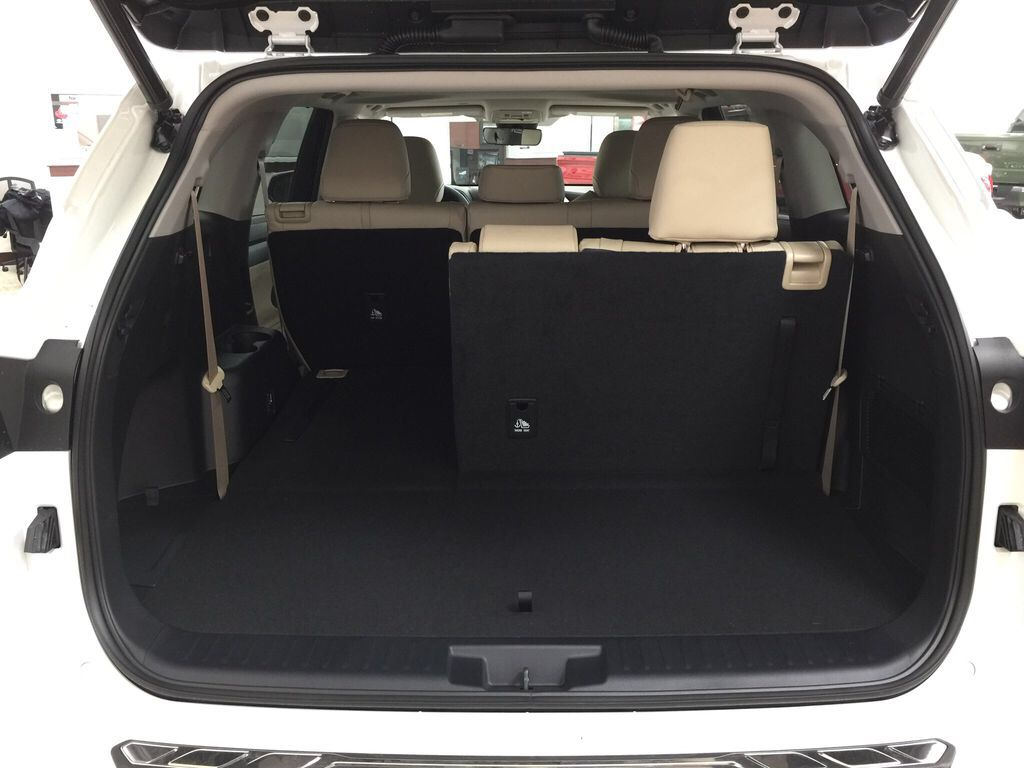 White[Blizzard Pearl] 2021 Toyota Highlander XLE Cargo Area/Rear Seats Photo in Sherwood Park AB