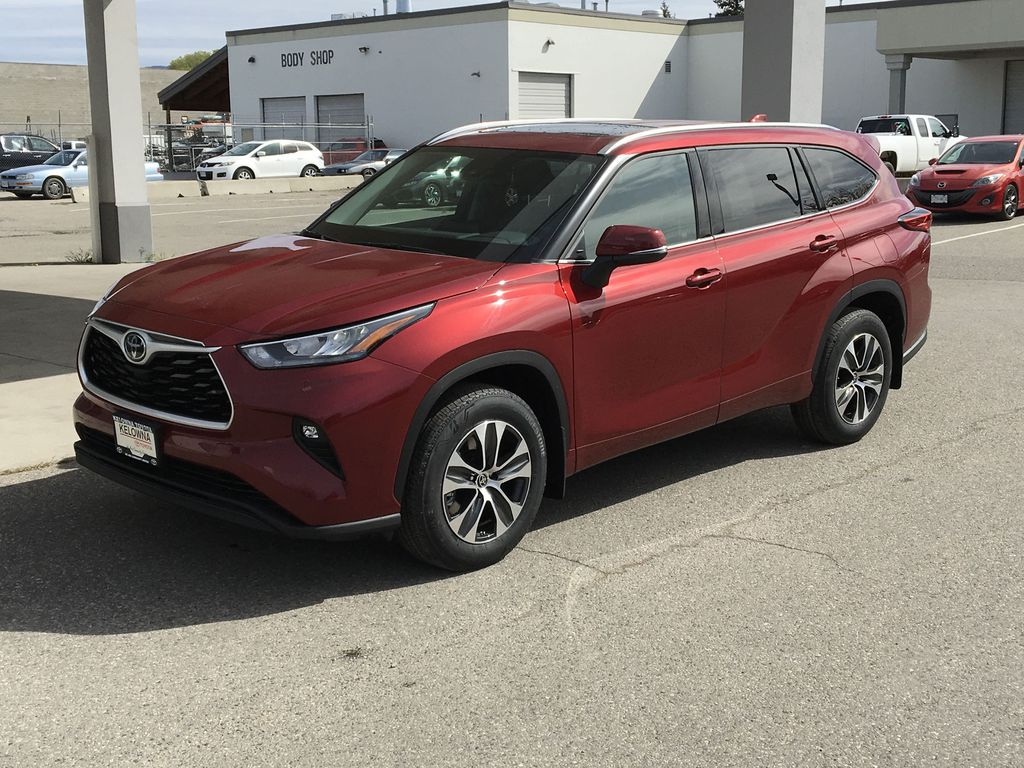 Red[Ruby Flare Pearl] 2020 Toyota Highlander XLE Left Front Corner Photo in Kelowna BC