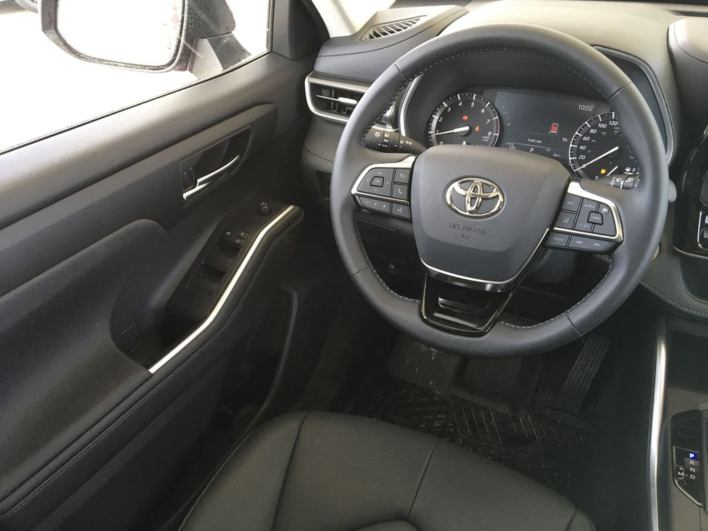 Red[Ruby Flare Pearl] 2020 Toyota Highlander XLE Left Front Interior Door Panel Photo in Kelowna BC
