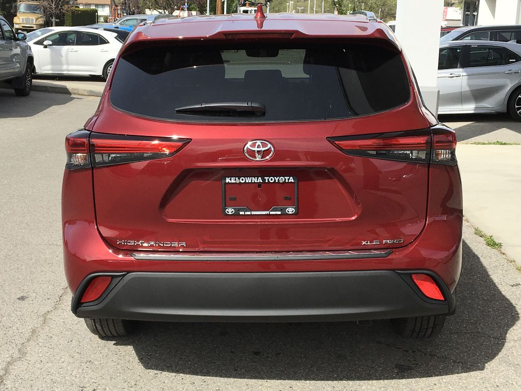 Red[Ruby Flare Pearl] 2020 Toyota Highlander XLE Rear of Vehicle Photo in Kelowna BC
