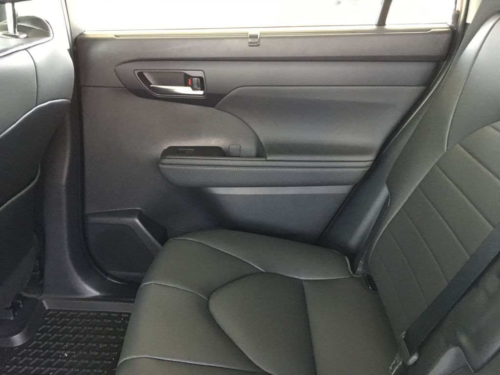 Red[Ruby Flare Pearl] 2020 Toyota Highlander XLE Right Rear Interior Door Panel Photo in Kelowna BC