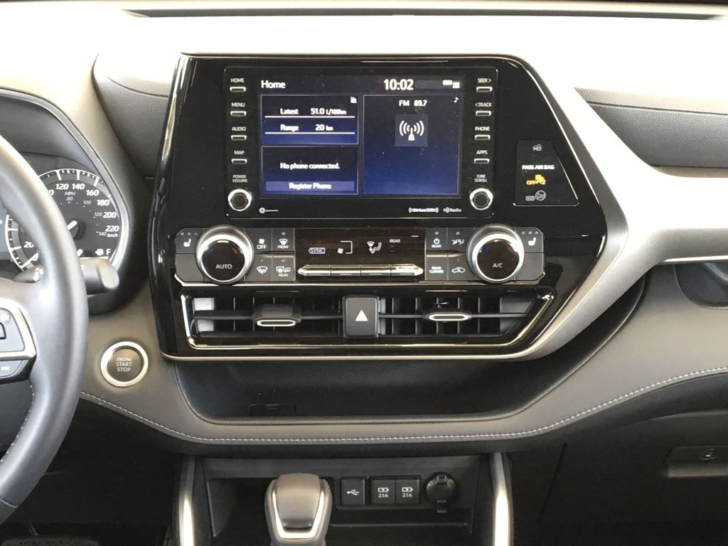 Red[Ruby Flare Pearl] 2020 Toyota Highlander XLE Central Dash Options Photo in Kelowna BC