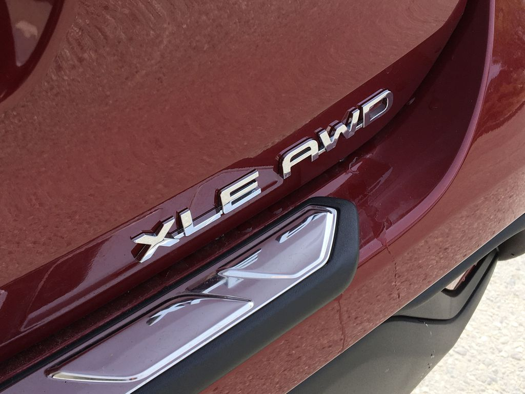 Red[Ruby Flare Pearl] 2020 Toyota Highlander XLE Trim Specific Photo in Kelowna BC