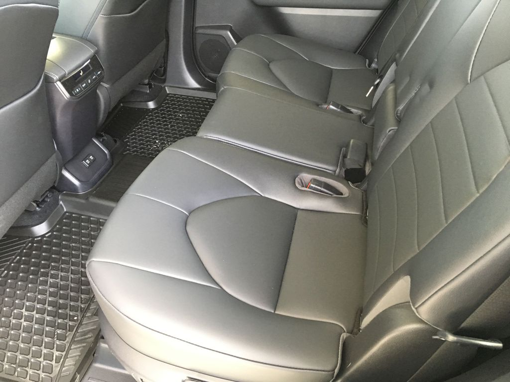 Red[Ruby Flare Pearl] 2020 Toyota Highlander XLE Right Side Rear Seat  Photo in Kelowna BC