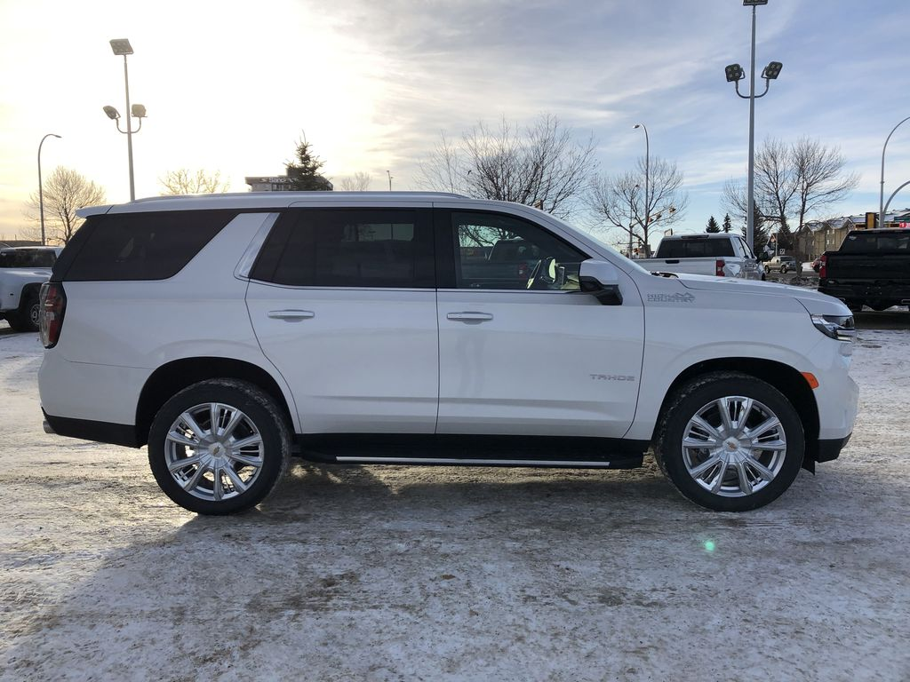 White[Iridescent Pearl Tricoat] 2021 Chevrolet Tahoe Right Side Photo in Edmonton AB