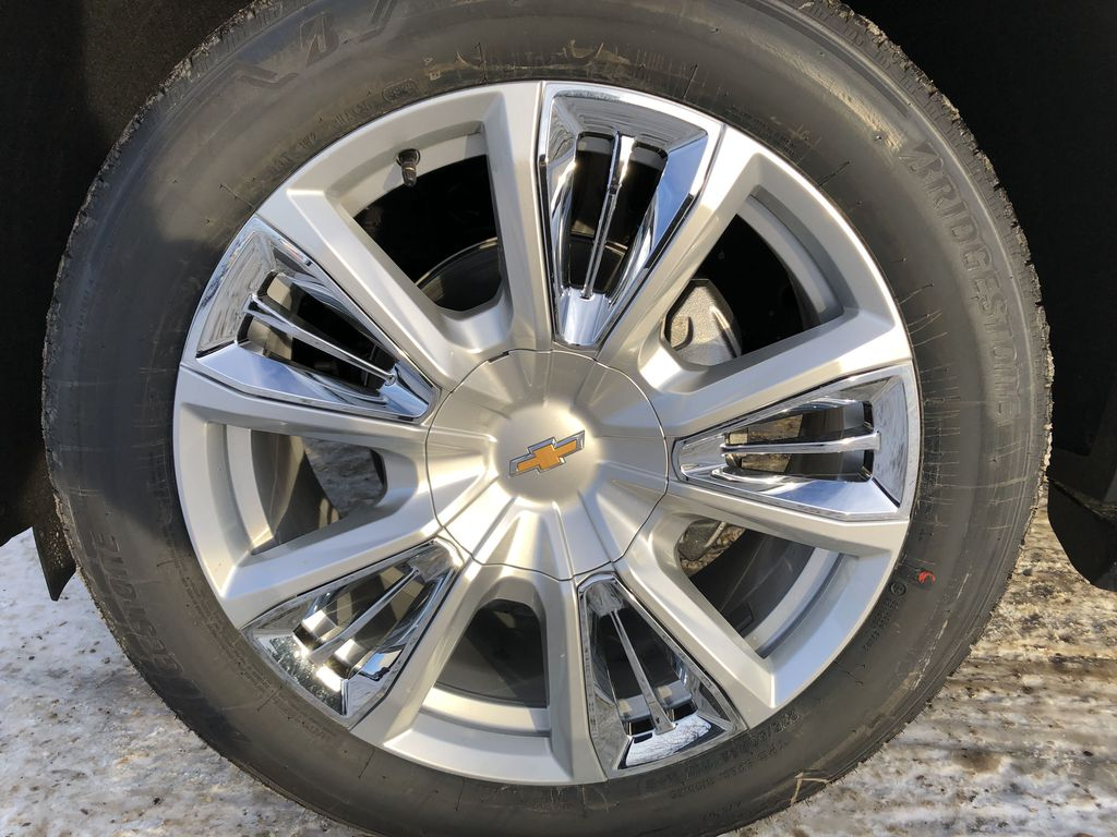 White[Iridescent Pearl Tricoat] 2021 Chevrolet Tahoe Left Front Rim and Tire Photo in Edmonton AB