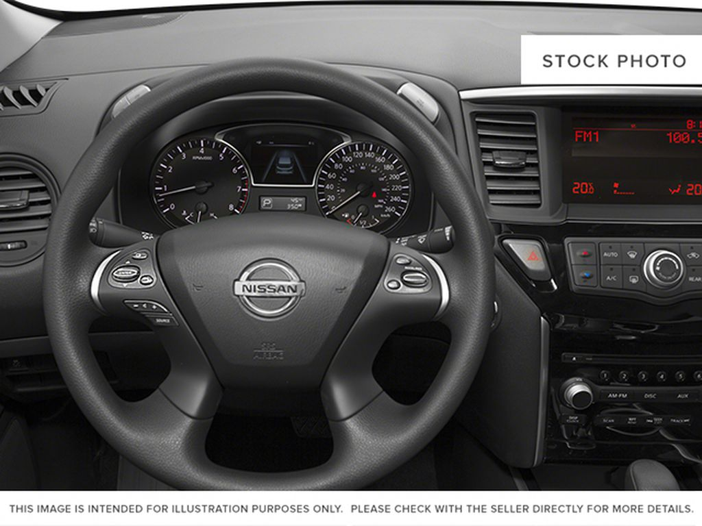 2013 Nissan Pathfinder Steering Wheel and Dash Photo in Barrhead AB