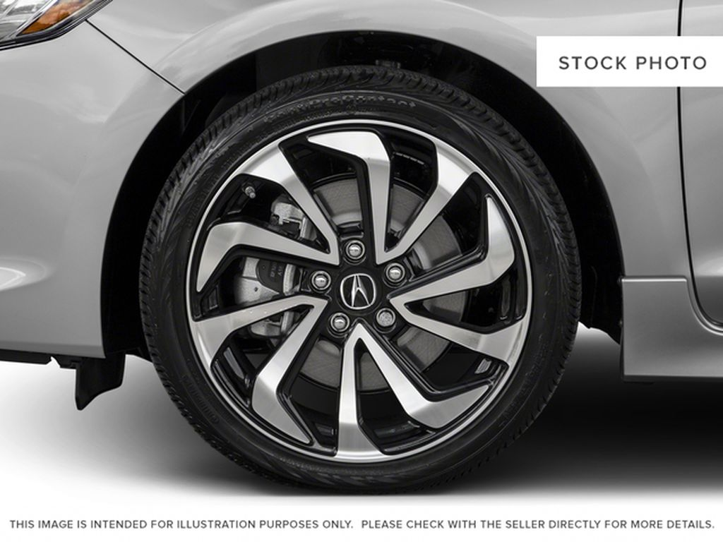 2017 Acura ILX Left Front Rim and Tire Photo in Kelowna BC