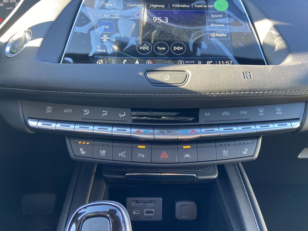 White[Crystal White Tricoat] 2021 Cadillac XT4 Premium Luxury Central Dash Options Photo in Calgary AB