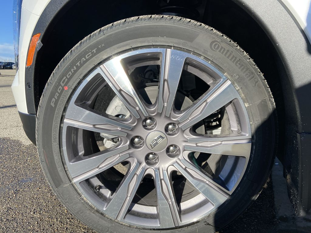 White[Crystal White Tricoat] 2021 Cadillac XT4 Premium Luxury Left Front Rim and Tire Photo in Calgary AB