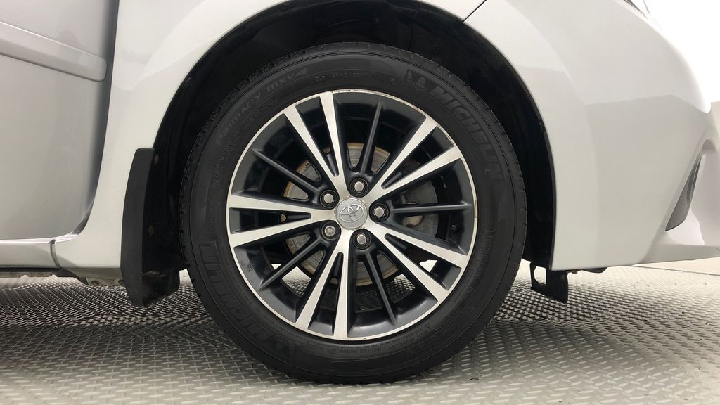 Silver[Classic Silver Metallic] 2016 Toyota Corolla LE - AUTO, Sunroof, 2 Sets Of Wheels, LOW PRICE Right Front Rim and Tire Photo in Winnipeg MB