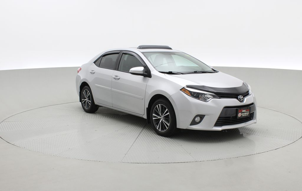 Silver[Classic Silver Metallic] 2016 Toyota Corolla LE - AUTO, Sunroof, 2 Sets Of Wheels, LOW PRICE Left Front Corner Photo in Winnipeg MB