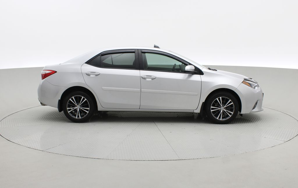 Silver[Classic Silver Metallic] 2016 Toyota Corolla LE - AUTO, Sunroof, 2 Sets Of Wheels, LOW PRICE Right Side Photo in Winnipeg MB