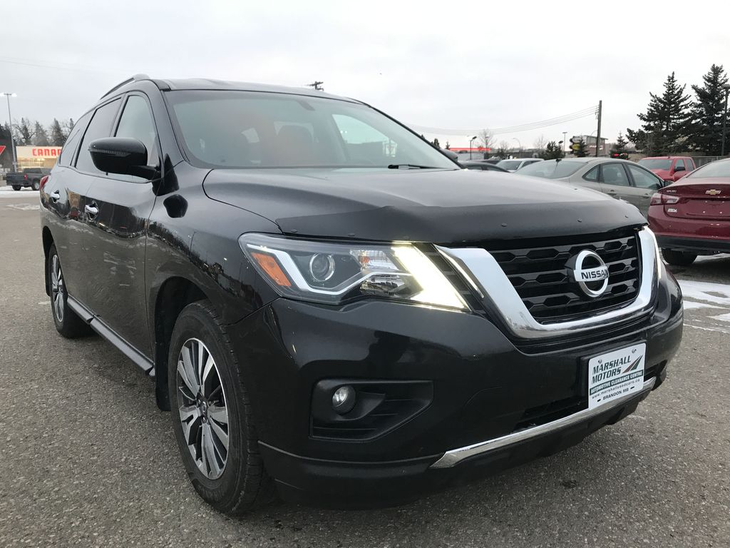 Black[Magnetic Black Metallic] 2017 Nissan Pathfinder 4WD 4dr SV *Heated Seats* *7-Pass* *Bluetooth* Right Front Corner Photo in Brandon MB