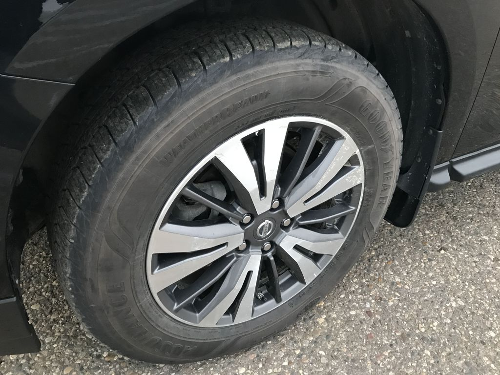 Black[Magnetic Black Metallic] 2017 Nissan Pathfinder 4WD 4dr SV *Heated Seats* *7-Pass* *Bluetooth* Left Front Rim and Tire Photo in Brandon MB