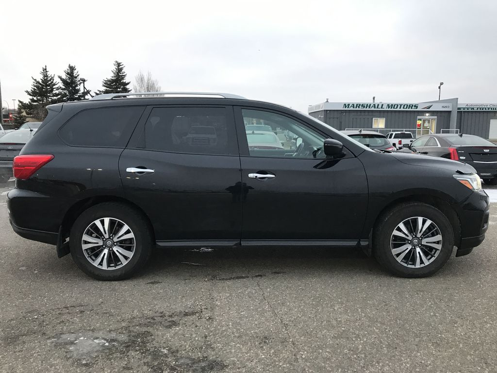 Black[Magnetic Black Metallic] 2017 Nissan Pathfinder 4WD 4dr SV *Heated Seats* *7-Pass* *Bluetooth* Right Side Photo in Brandon MB