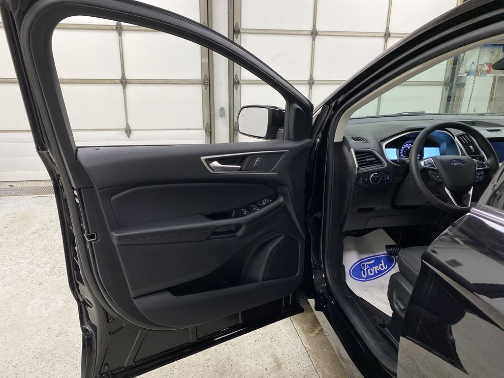 Black[Agate Black] 2020 Ford Edge Left Front Interior Door Panel Photo in Dartmouth NS