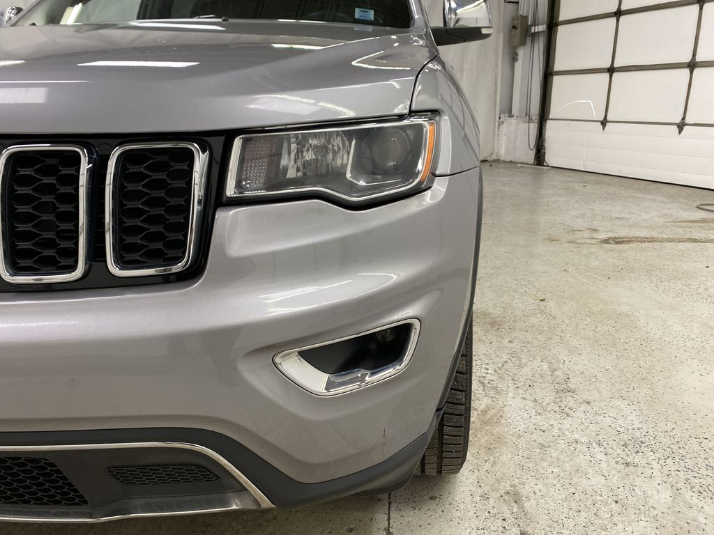 Silver[Billet Metallic] 2018 Jeep Grand Cherokee Left Front Head Light / Bumper and Grill in Dartmouth NS