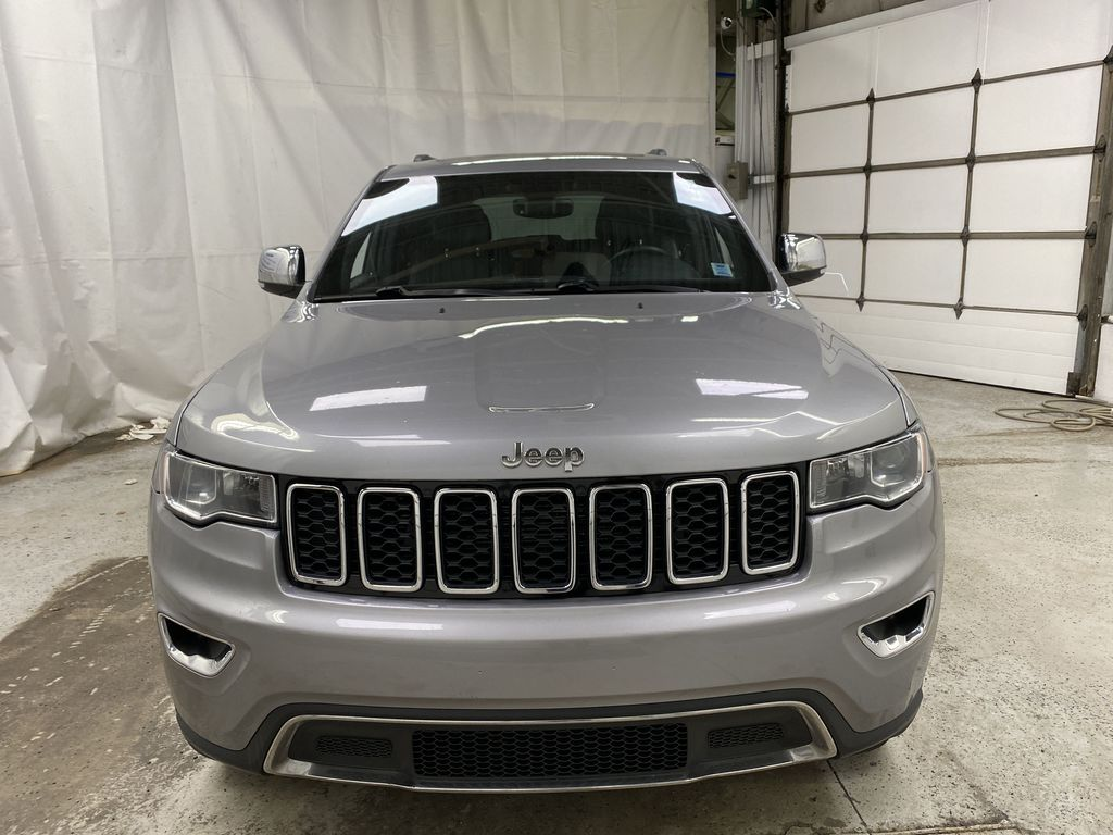 Silver[Billet Metallic] 2018 Jeep Grand Cherokee Front Vehicle Photo in Dartmouth NS