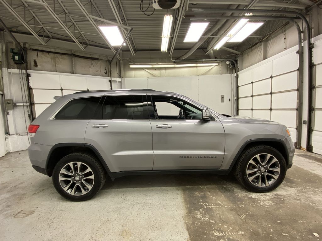 Silver[Billet Metallic] 2018 Jeep Grand Cherokee Right Side Photo in Dartmouth NS
