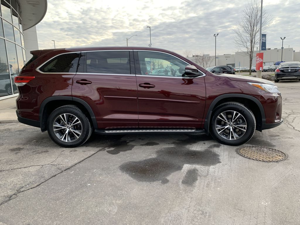 Red 2018 Toyota Highlander Front Vehicle Photo in Brampton ON