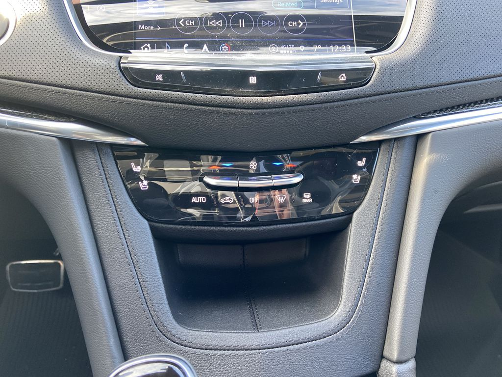 White[Crystal White Tricoat] 2021 Cadillac XT5 Premium Sport Central Dash Options Photo in Calgary AB