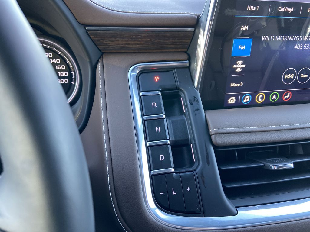 Black[Black] 2021 Chevrolet Tahoe High Country Center Console Photo in Calgary AB
