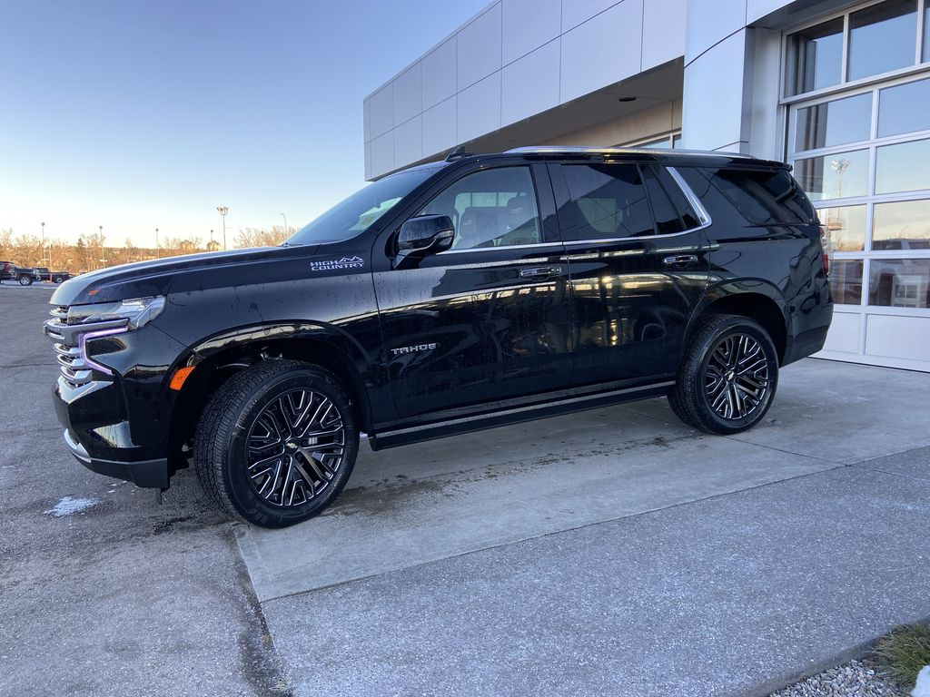 Black[Black] 2021 Chevrolet Tahoe High Country Left Front Corner Photo in Calgary AB