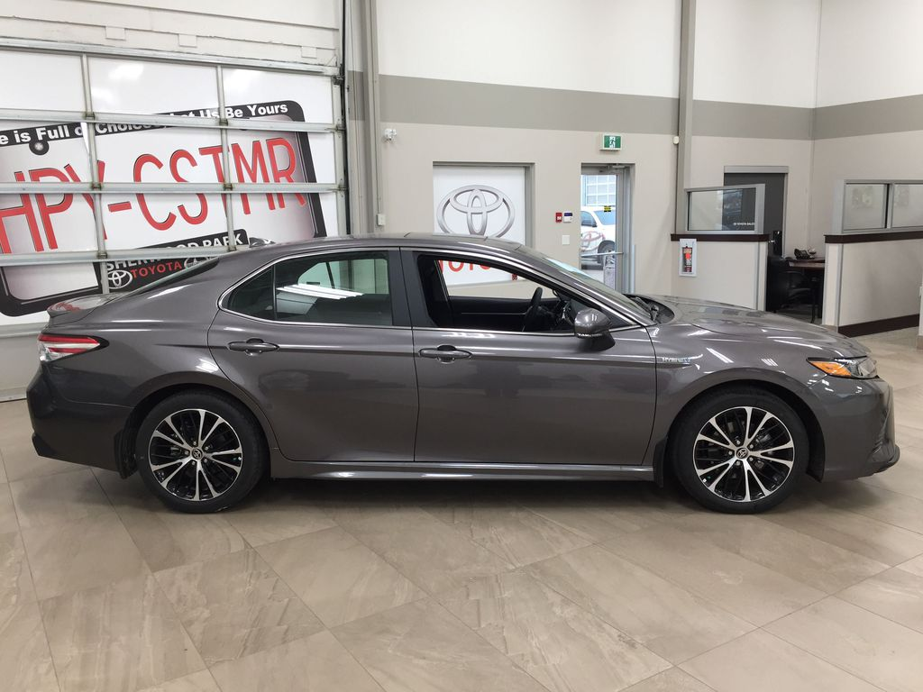 Gray[Pre-Dawn Grey Mica] 2020 Toyota Camry SE Hybrid Right Side Photo in Sherwood Park AB