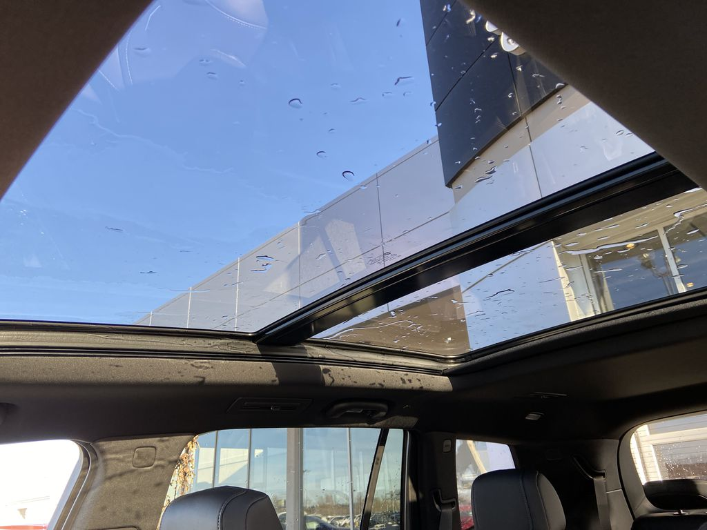 Black[Stellar Black Metallic] 2021 Cadillac XT6 Sport Sunroof Photo in Calgary AB