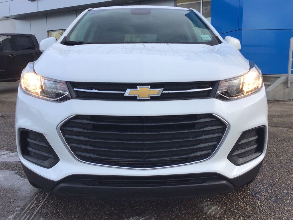 White 2021 Chevrolet Trax Front Vehicle Photo in Brooks AB