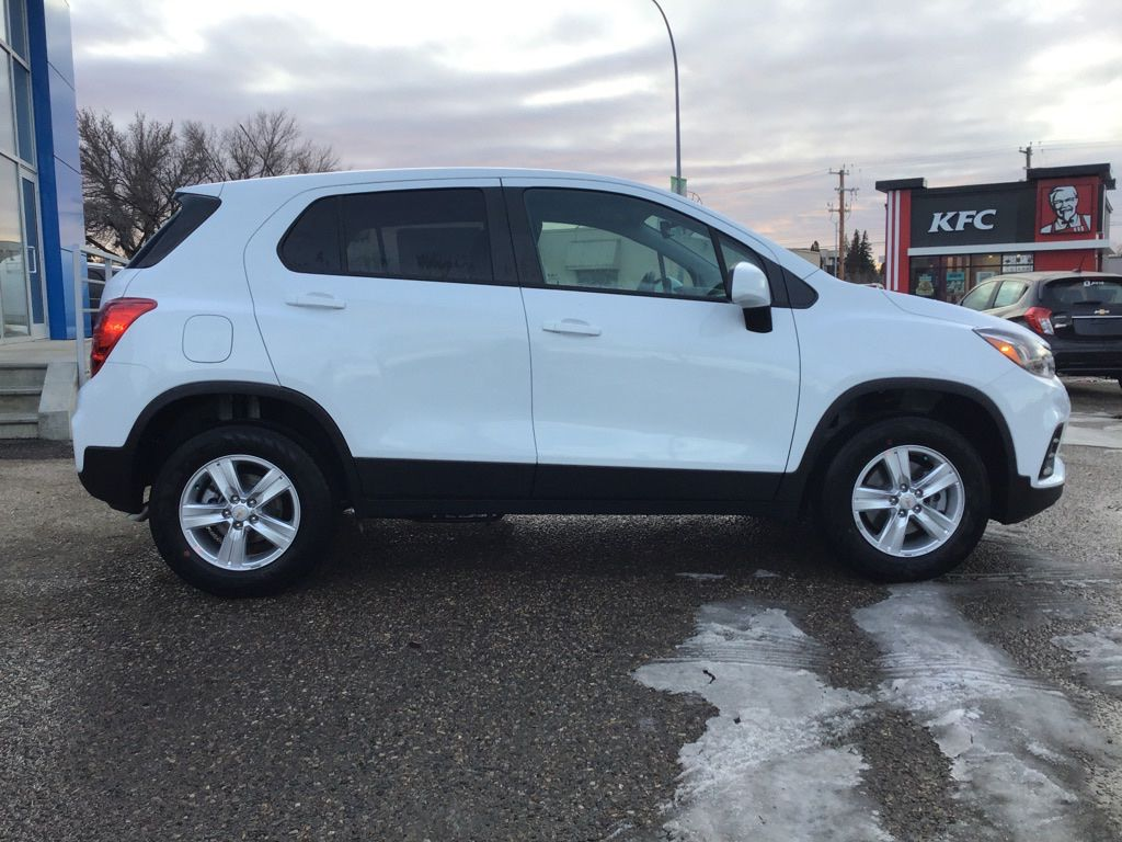 White 2021 Chevrolet Trax Sunroof Photo in Brooks AB